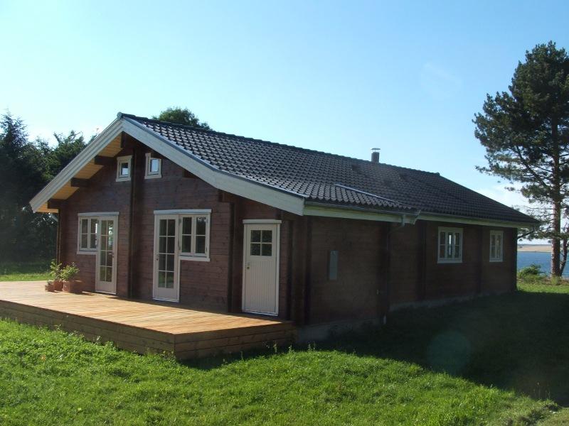 Case in tronchi lavorati a macchina eco case in legno for Case in legno prefabbricate usate